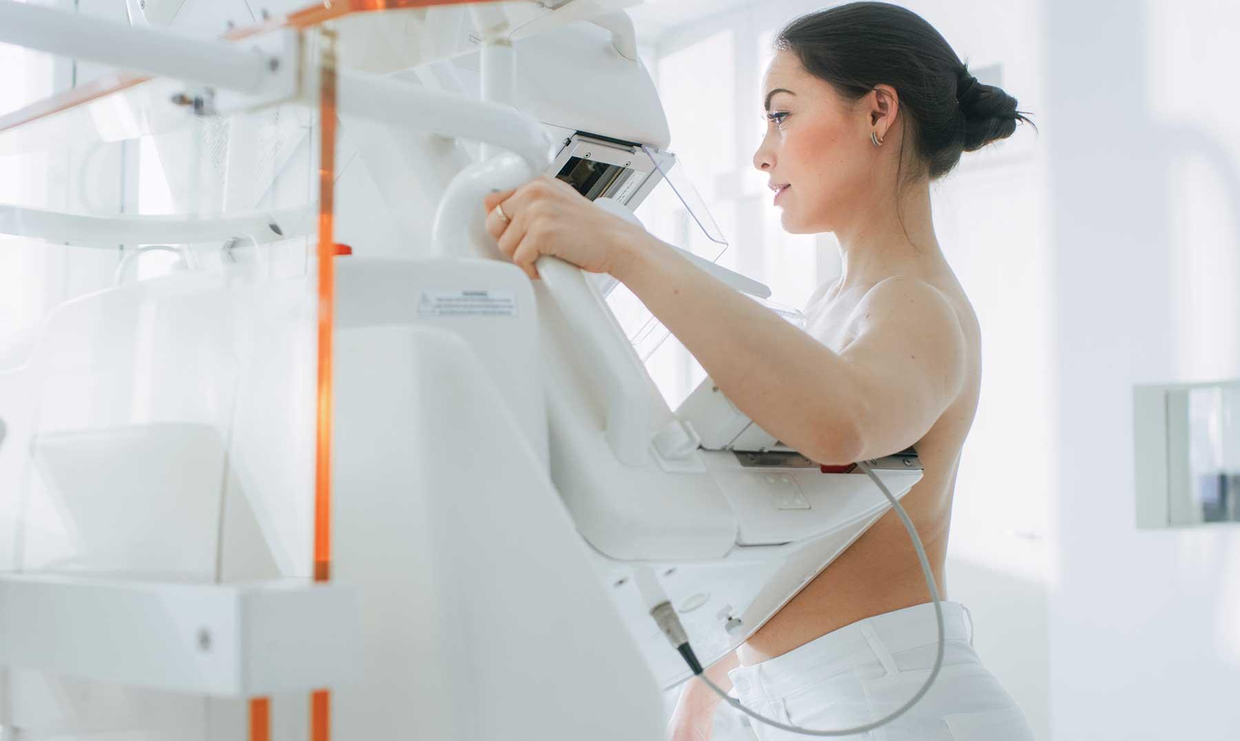 ¿A qué edad debe hacerse la primera mamografía?